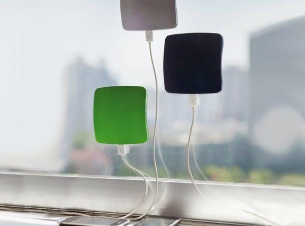Зарядное устройство на окно, работающее от энергии солнца