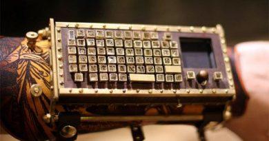 Наручная Bluetooth-клавиатура в стиле Steampunk