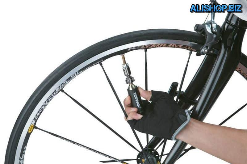 Airbooster attachment to pump the wheels with compressed air