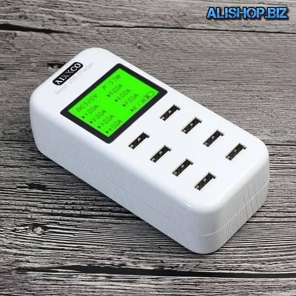 Зарядное устройство с USB-разъемами и дисплеем