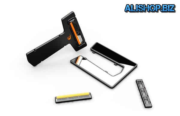 A razor the size of a credit card Carzor