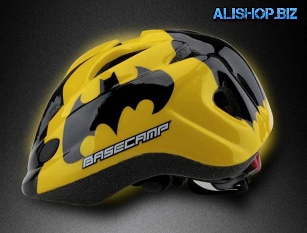Children's helmet in the style of Batman